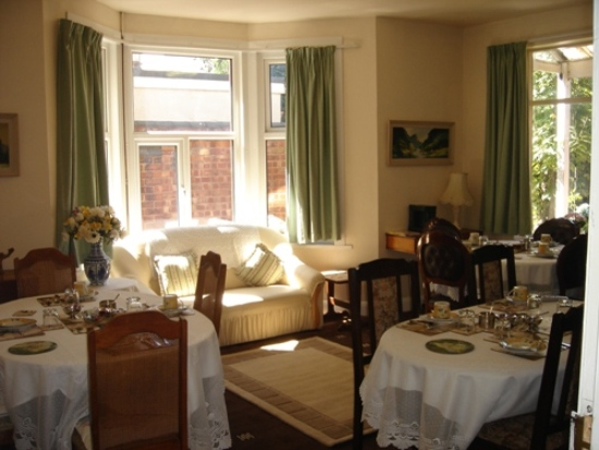 Breakfast Room in Guest House Coventry
